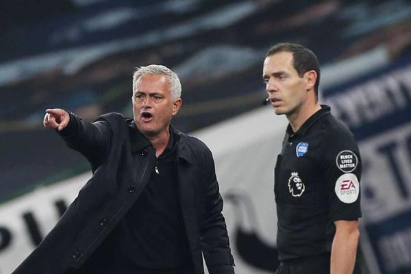Mourinho chỉ ra điểm yếu của M.U - Bóng Đá