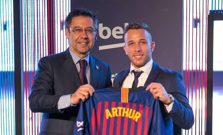 Chủ tịch Barca bán Arthur vì đòi tăng lương - Bóng Đá