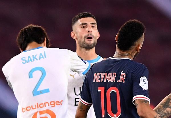 neymar phân biệt chủng tộc với Sakai - Bóng Đá