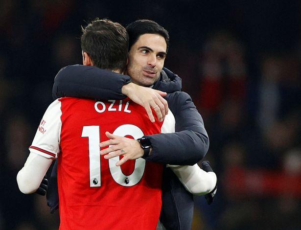Arteta vẫn tạo cho Ozil cơ hội - Bóng Đá