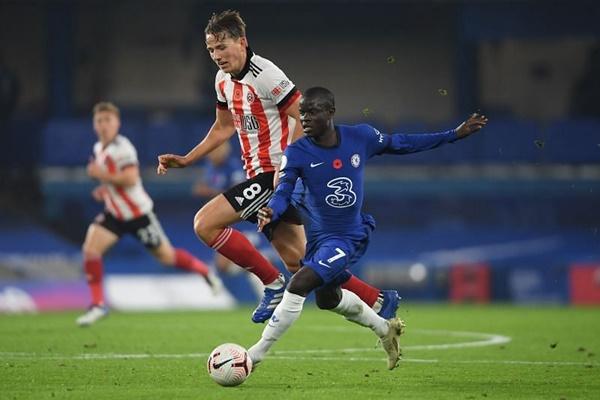 5. N'Golo Kante (Chelsea) - Ngôi sao người Pháp vẫn luân phiên giữa vị trí tiền vệ phòng ngự và tiền vệ trung tâm.