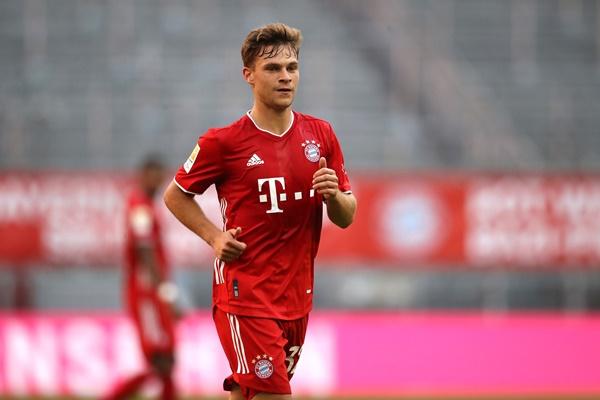 """1. Joshua Kimmich (Bayern Munich) - Được xem là """"Philipp Lahm đệ nhị"""", Kimmich cũng được chuyển từ hậu vệ phải sang vị trí tiền vệ mỏ neo giống người tiền nhiệm."""