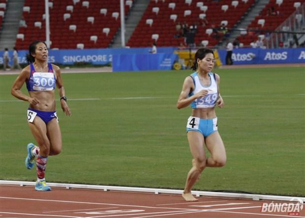 Phạm Thị Huệ trên đường chạy 10.000m. Ảnh: Hà Bạch (từ Singapore).