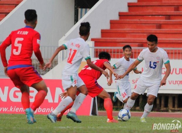 Chủ nhà TP.HCM (áo trắng) có được tinh thần rất tốt khi giành trọn 3 điểm trước đồng Nai. Ảnh: Quang Thịnh.
