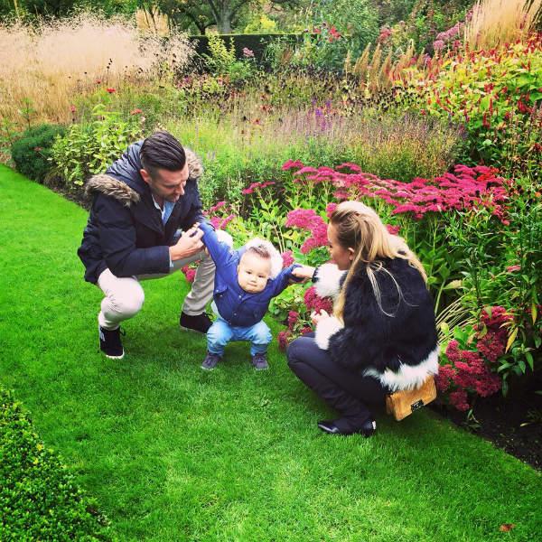 Vợ chồng Bakel tận hưởng thiên nhiên tươi đẹp ở Hà Lan. Ảnh: NVCC.