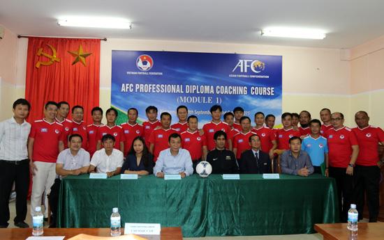 Các HLV Việt Nam sắp có bằng hành nghề trên khắp thế giới - Bóng Đá