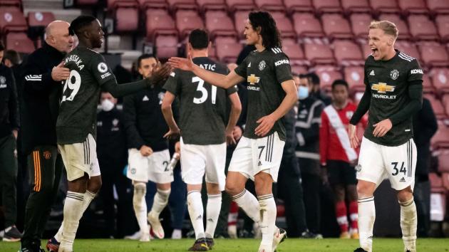 Cầu thủ vào sân thay người Edinson Cavani có 2 pha đánh đầu đẳng cấp để đưa Man United từ cõi chết trở về.