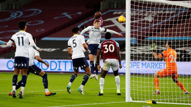 Aston Villa sau quãng thời gian đầu mùa giải thăng hoa, đang hiện nguyên hình về một đội bóng tầm trung phải chật vật trụ hạng mùa trước.