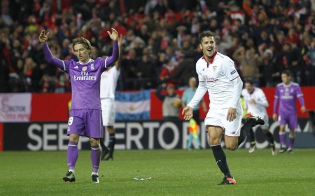 Sau vòng 18 La Liga: Real ngã ngựa, cả làng 'trẩy hội'!