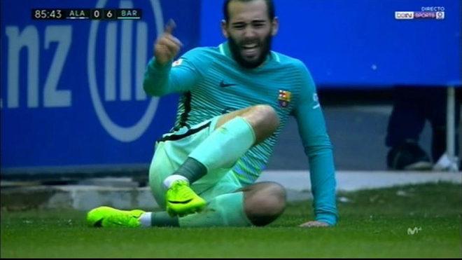 Cú sốc: Sao Barca chấn thương ghê rợn, gãy cổ chân - Bóng Đá