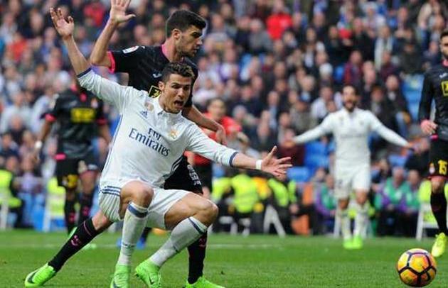 Cuộc đua Giày Vàng châu Âu: Messi vượt lên, Ronaldo mất tích