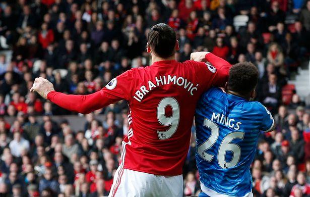 Mourinho giáo huấn cầu thủ đạp đầu Ibrahimovic - Bóng Đá