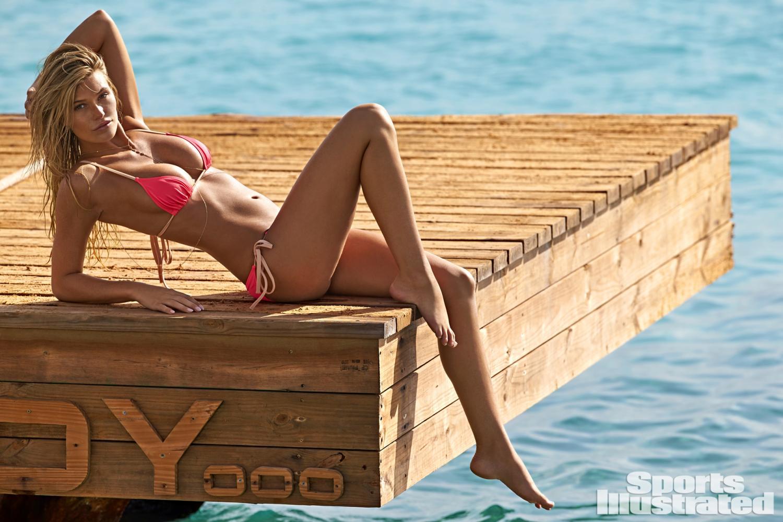 Samantha Hoopes khoe trọn vòng 1 căng tròn quá sexy - Bóng Đá