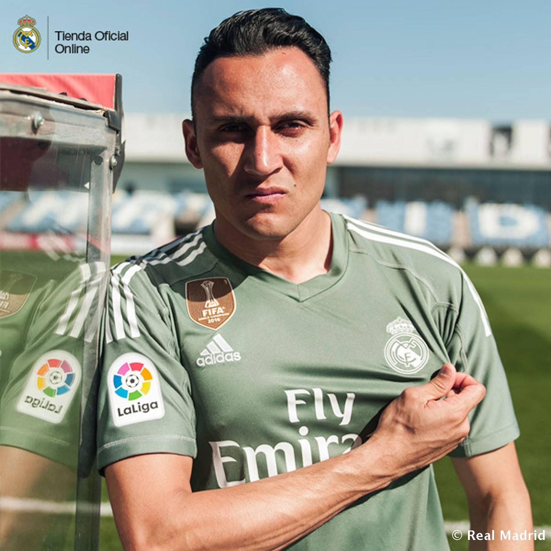 Chùm ảnh: Bale & Benzema ra mắt áo đấu mới của Real Madrid, M.U hết cơ hội - Bóng Đá