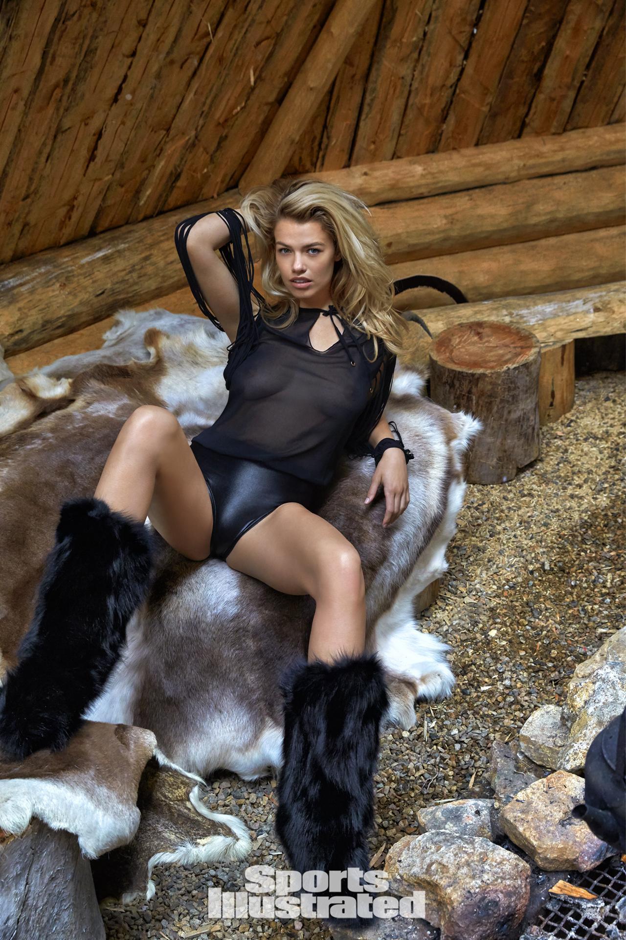 Hailey Clauson lấp ló vòng 1 trong bộ ảnh mới nhất - Bóng Đá