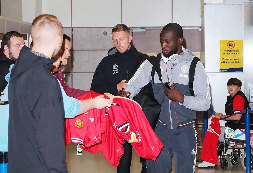 Dàn sao Man Utd trở lại Anh, kết thúc Tour du đấu Hè - Bóng Đá
