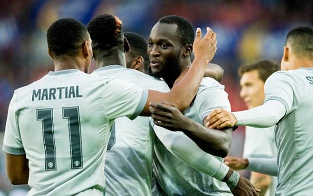 Fellaini & Lukaku nổ súng, Man Utd thắng dễ Valerenga - Bóng Đá