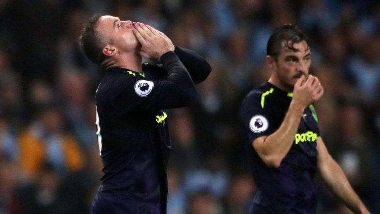 Sút tung lưới Man City, Rooney nhắn 'lời yêu' tới Man Utd