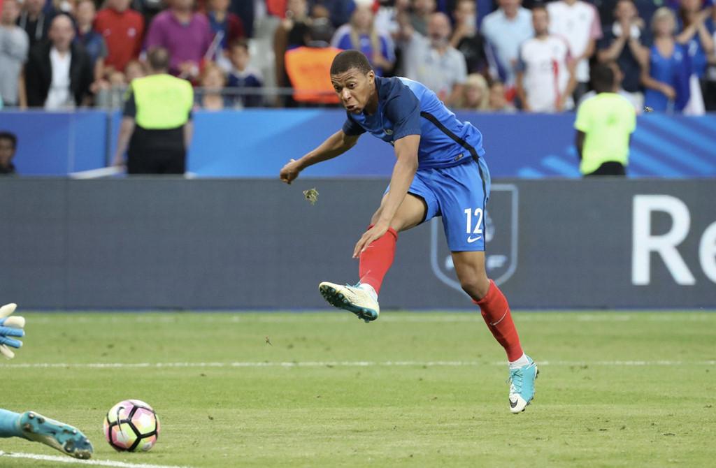 Mbappe lập kỷ lục trong ngày cập bến PSG - Bóng Đá