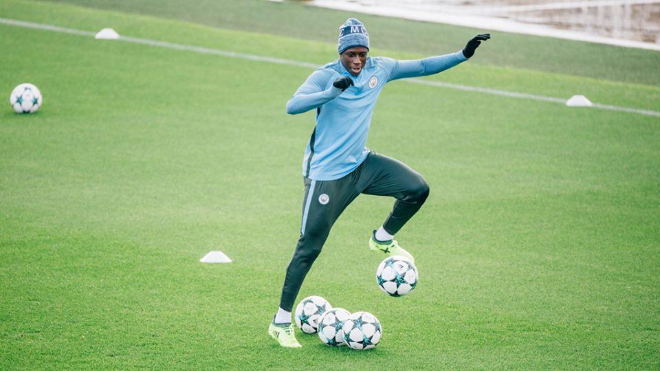 Man City trình làng áo tập mới, sẵn sàng bùng nổ ở Champions League - Bóng Đá