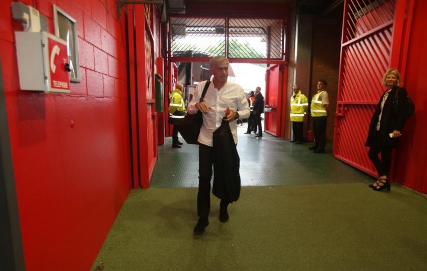 Chùm ảnh: Man Utd đến sân Old Trafford - Bóng Đá