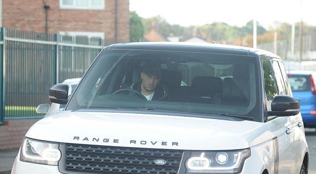 Coutinho cùng hàng loạt ngôi sao Liverpool trở lại, chờ chiến M.U - Bóng Đá