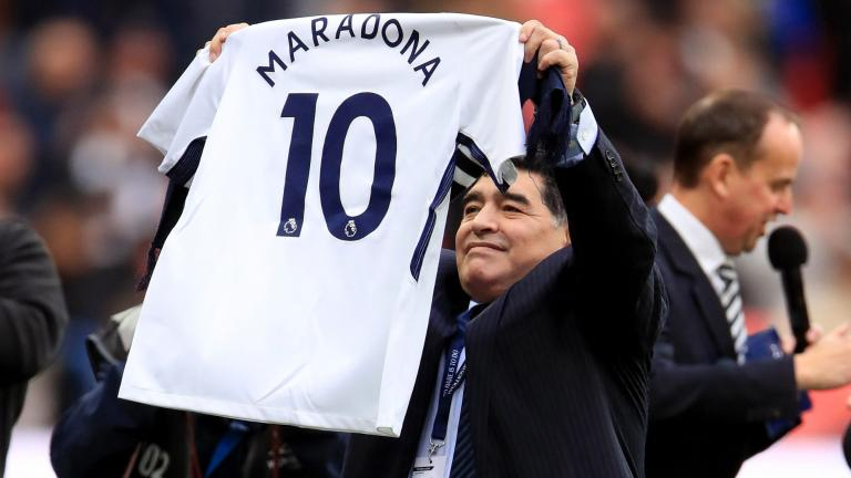 Đánh bại Liverpool, Tottenham được 2 huyền thoại  Diego Maradona và Kobe Bryant vào tận phòng thay đồ chia vui