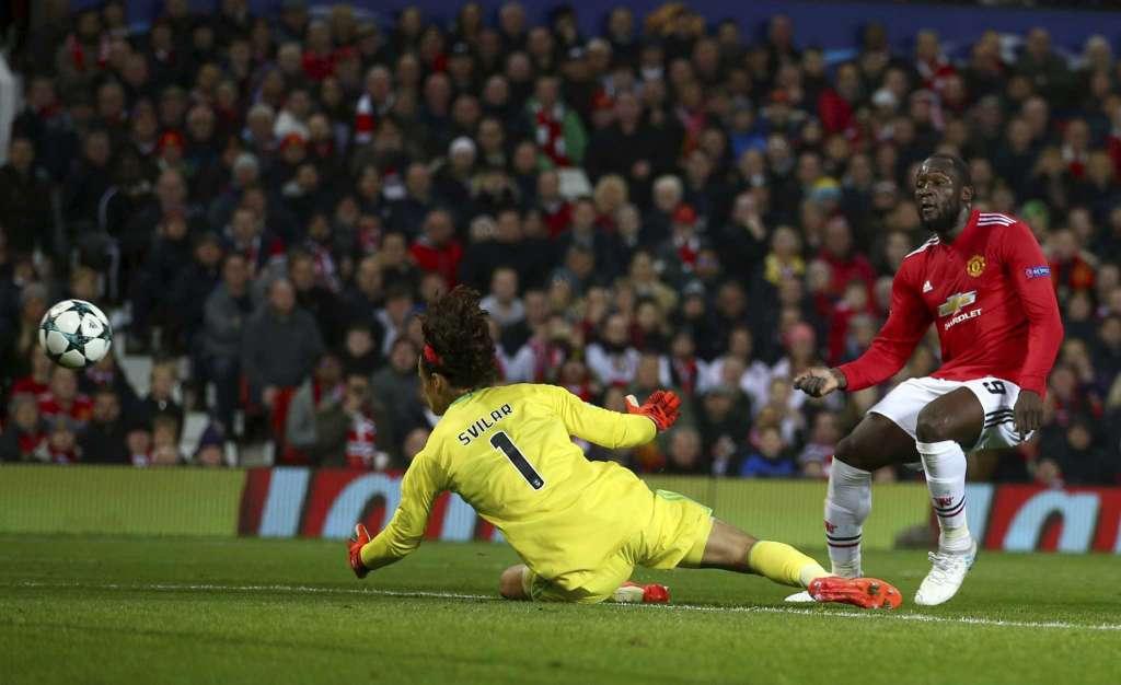 Mourinho gửi lời vàng ngọc tới Svilar, khen ngợi McTominay – Arsenal Info