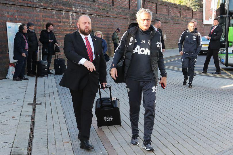 Chùm ảnh Man Utd hành quân đến London - Bóng Đá