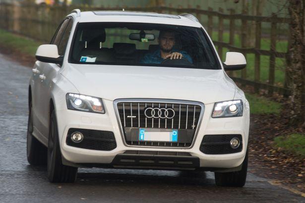 Mourinho ngủ gục trên đường đến sân tập - Bóng Đá