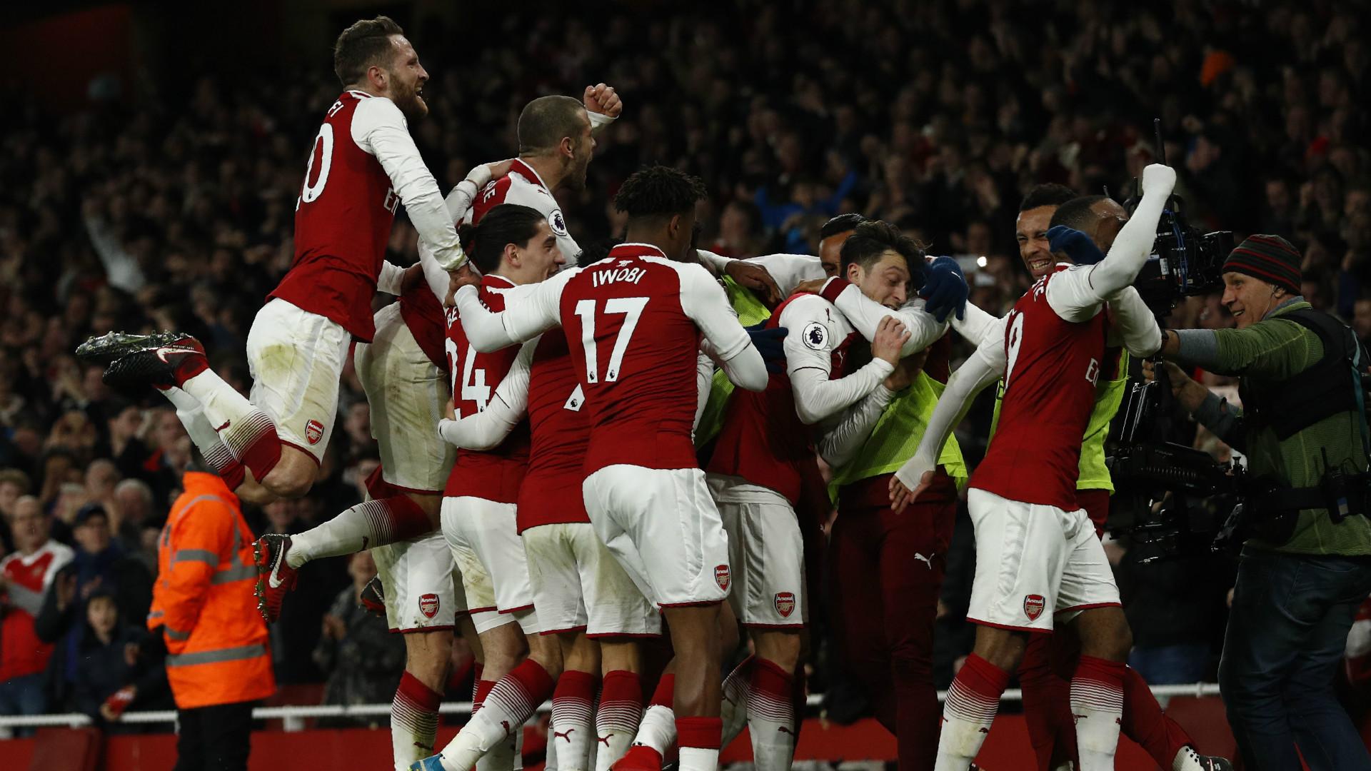 Góc HLV Nguyễn Văn Sỹ: Cả Premier League dừng bước, Man City vẫn chạy - Bóng Đá