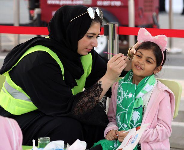 Lần đầu tiên trong lịch sử Saudi Arabia, phụ nữ xuất hiện trên khán đài - Bóng Đá