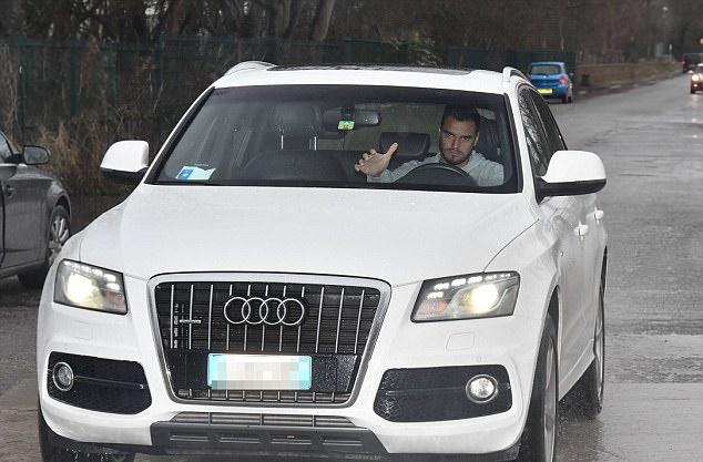 Sanchez tới sân tập, sẵn sàng cho lần đầu tại Man Utd - Bóng Đá