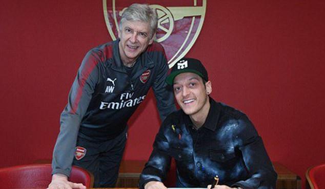 CHÍNH THỨC: Tất cả ra đi, chỉ Mesut Ozil ở lại chèo lái Arsenal - Bóng Đá