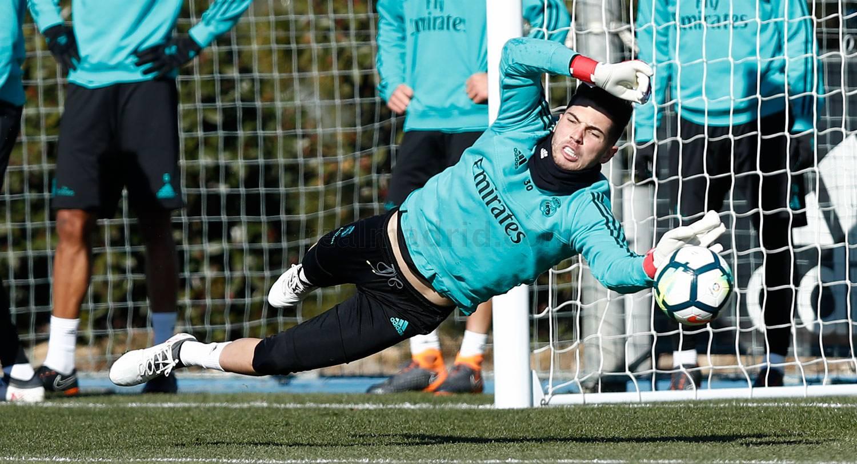 Ronaldo nỗ lực gấp bội trên sân tập Real Madrid - Bóng Đá