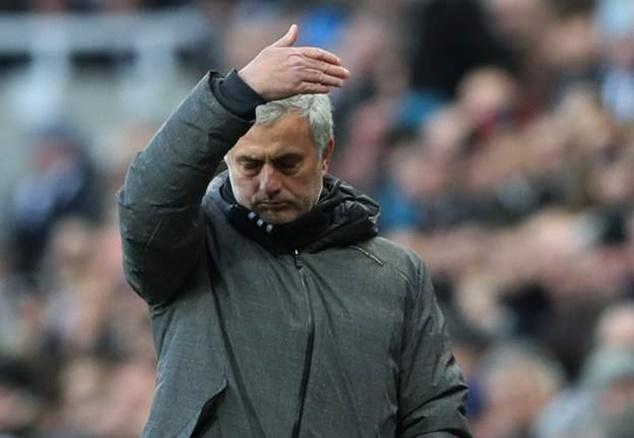 Pogba khóc mếu khi bị Mourinho thay ra sân - Bóng Đá
