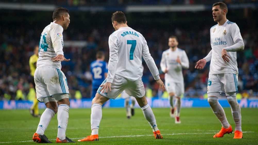 Lập cú đúp, Ronaldo vượt mặt Messi - Bóng Đá
