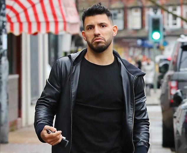 Nghỉ 2 tuần, Sergio Aguero tranh thủ dạo phố - Bóng Đá