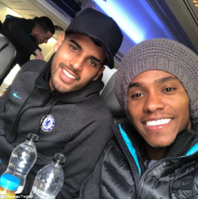Dàn sao Chelsea rời London, sẵn sàng chiến Barcelona - Bóng Đá