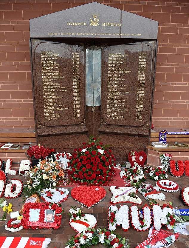 Klopp và học trò tưởng niệm thảm họa Hillsborough 98 - Bóng Đá