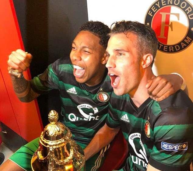 Van Persie ghi bàn ảo diệu giúp Feyenoord vô địch Hà Lan - Bóng Đá