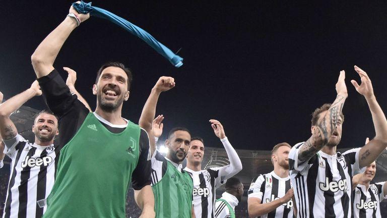 5 khoảnh khắc định nghĩa sự nghiệp vĩ đại của Gianluigi Buffon - Bóng Đá