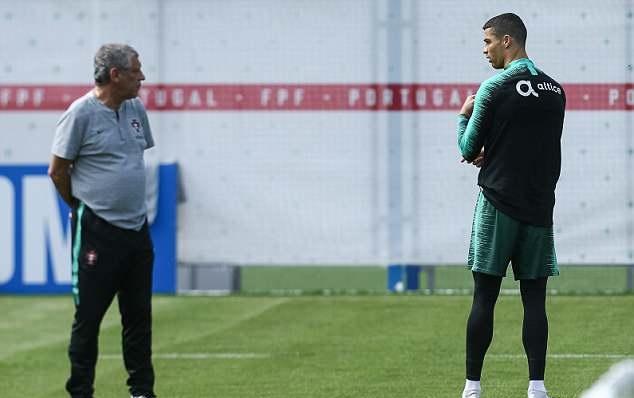 Ronaldo mặt mày cau có, đồng đội và HLV trưởng Bồ Đào Nha xanh mặt - Bóng Đá