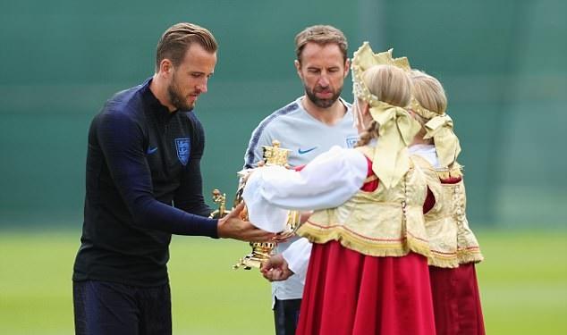 Chưa đá trận nào, Harry Kane và tuyển Anh đã giành cúp - Bóng Đá