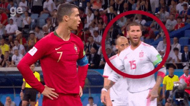 Hài hước: Ramos chỉ sai hướng khiến De Gea