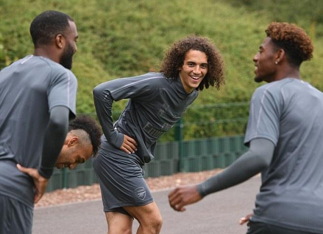 Tân binh Arsenal trông giống David Luiz y đúc trên sân tập - Bóng Đá