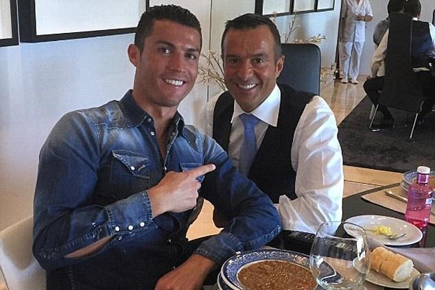 Ronaldo chưa ra mắt Juve, áo đấu đã cháy hàng - Bóng Đá