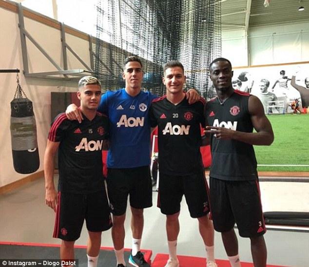 Ngày đầu hội quân, Dalot đã kết thân với đàn anh ở Man Utd - Bóng Đá
