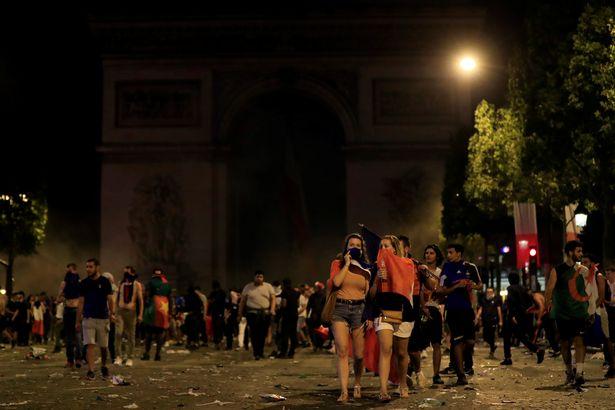 2 CĐV chết thương tâm ngày Pháp vô địch Wolrd Cup - Bóng Đá