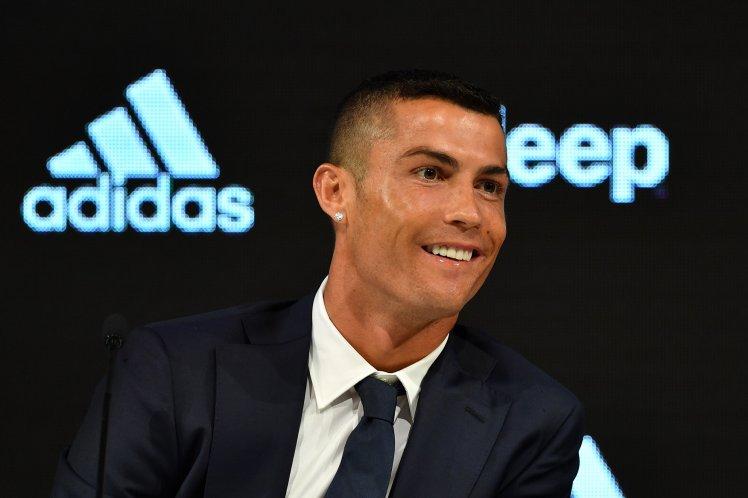 Ronaldo gửi thông điệp đanh thép tới Messi khi ra mắt Juventus - Bóng Đá